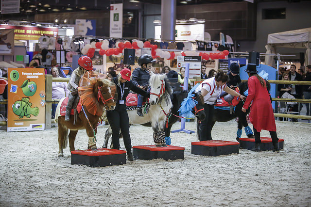 salon-du-cheval_village-enfants-poneys10