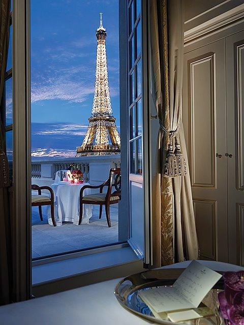 Shangri-La_Eiffel_dupleix_terrace_suite