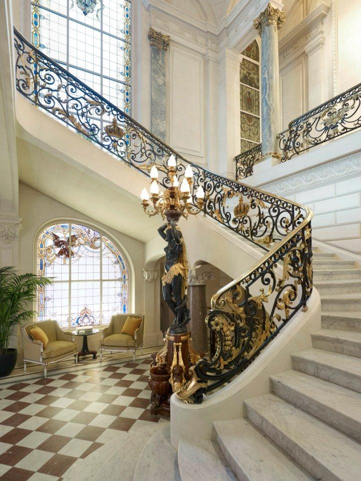 Shangri-La_escalier_historique