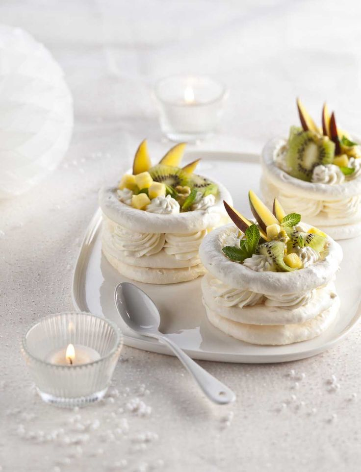 MAISON-DE-LA-CHANTILLY_Pavlova_fruits-tropicaux